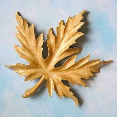 Fernleaf Maple Leaf Hand-Carved